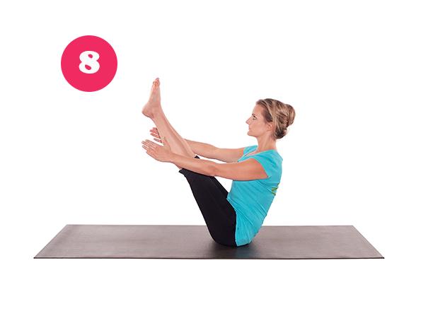 Navasana – das Boot. Kräftigt bei Yoga für den Rücken die Bauchmuskeln.