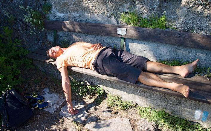 Savasana –Entspannung auf der Bank – Fotocredit: Philipp Strohm