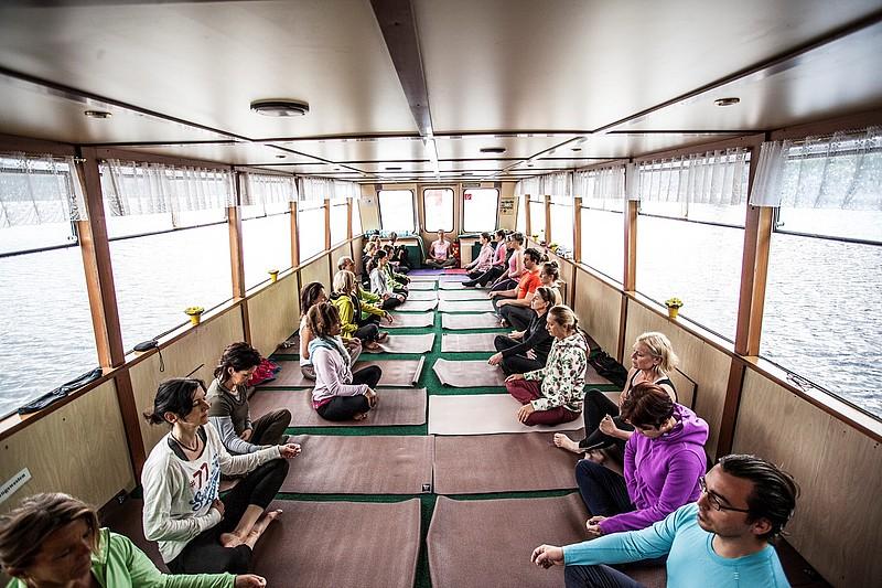 Wenn ein Schiff zum Yogaraum wird! Das gibt's beim Wasnerin Yoga Festival!