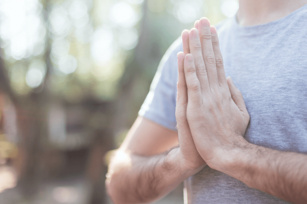 Namasté – eines der bekanntesten Mudras im Yoga.