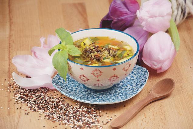 Ayurvedische Gemüsesuppe mit Quinoa und Thymian