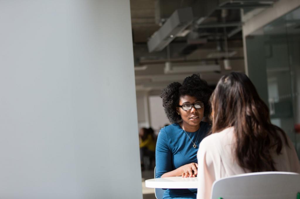 Aktives Zuhören erschafft Verbindung und ist ein Zeichen dafür, dass der Gesprächspartner oder die Gespärchspartnerin gerade das Wichtigste ist.