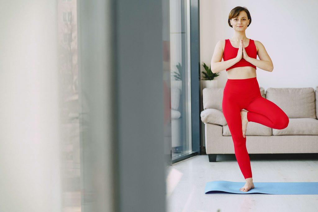 Vrksasana Yoga Baum Position Anleitung